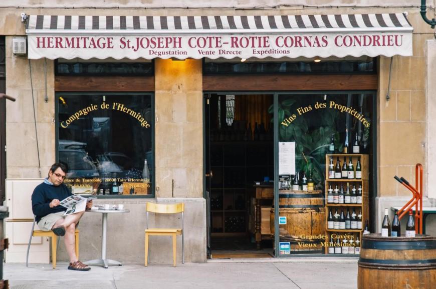 Ένας Έλληνας διατηρεί μια φημισμένη κάβα στη Γαλλία και έχει πολλά να πει για το κρασί